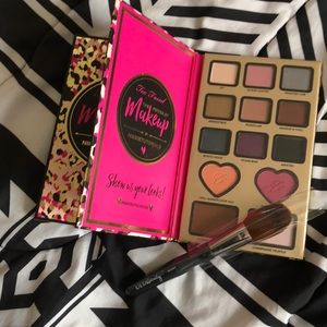 🎀TOO FACED PALLET AND BRUSH🎀